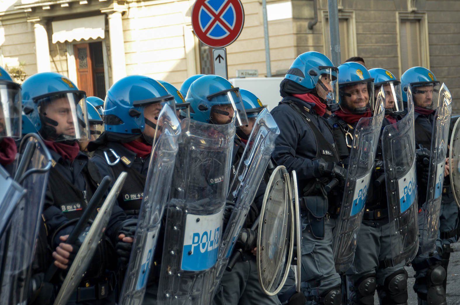 destra e sinistra monza polizia